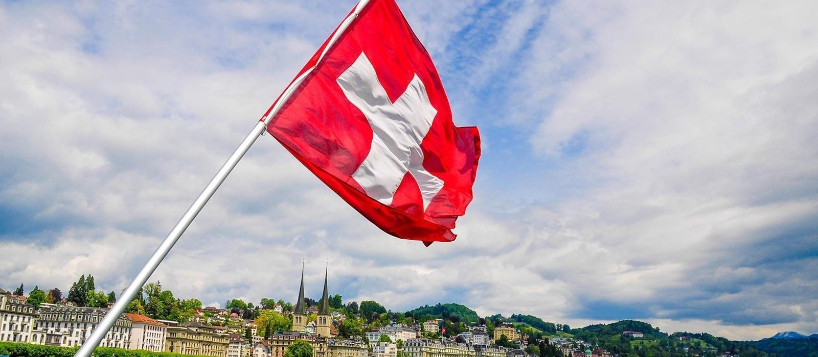 Η απαλλαγή από την παρακράτηση φόρου εισοδήματος για τα μερίσματα, τόκους ή δικαιώματα νομικών προσώπων με μόνιμη εγκατάσταση στην Ελβετία